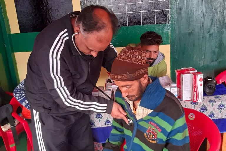 doctor-joshi-of-dehradun-char-dham-set-up-a-medical-camp-in-the-remote-village-of-pilang-in-uttarkashi