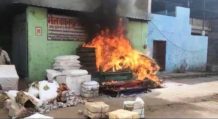 बेकरी व जनरल स्टोर की दुकानों में लगी आग, लाखों का माल जलकर खाक