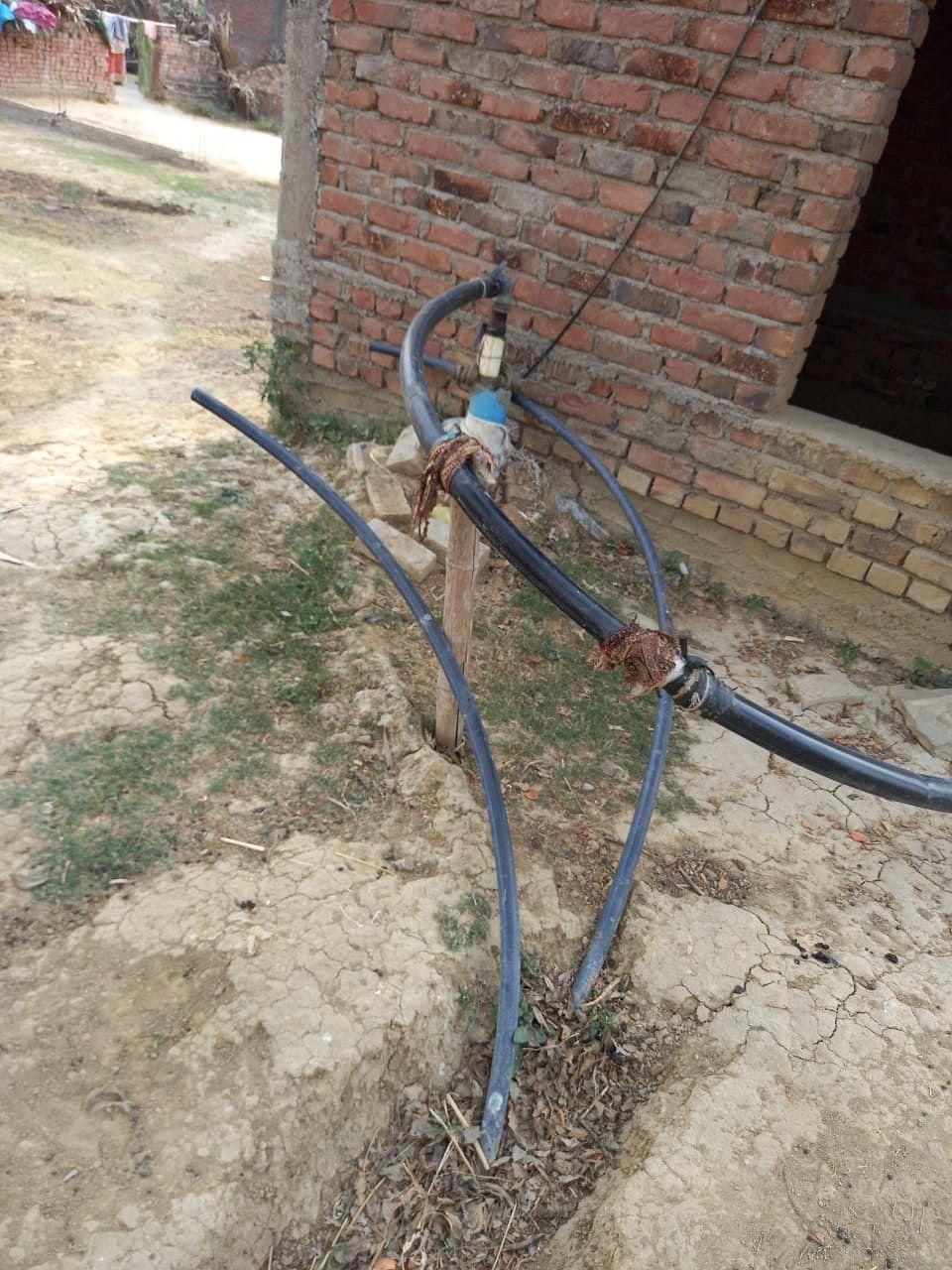 मुख्यमंत्री हर घर नल जल योजना की स्थिति बदहाल, निजी बोरिंग के सहारे ग्रामीणों की बुझ रही प्यास