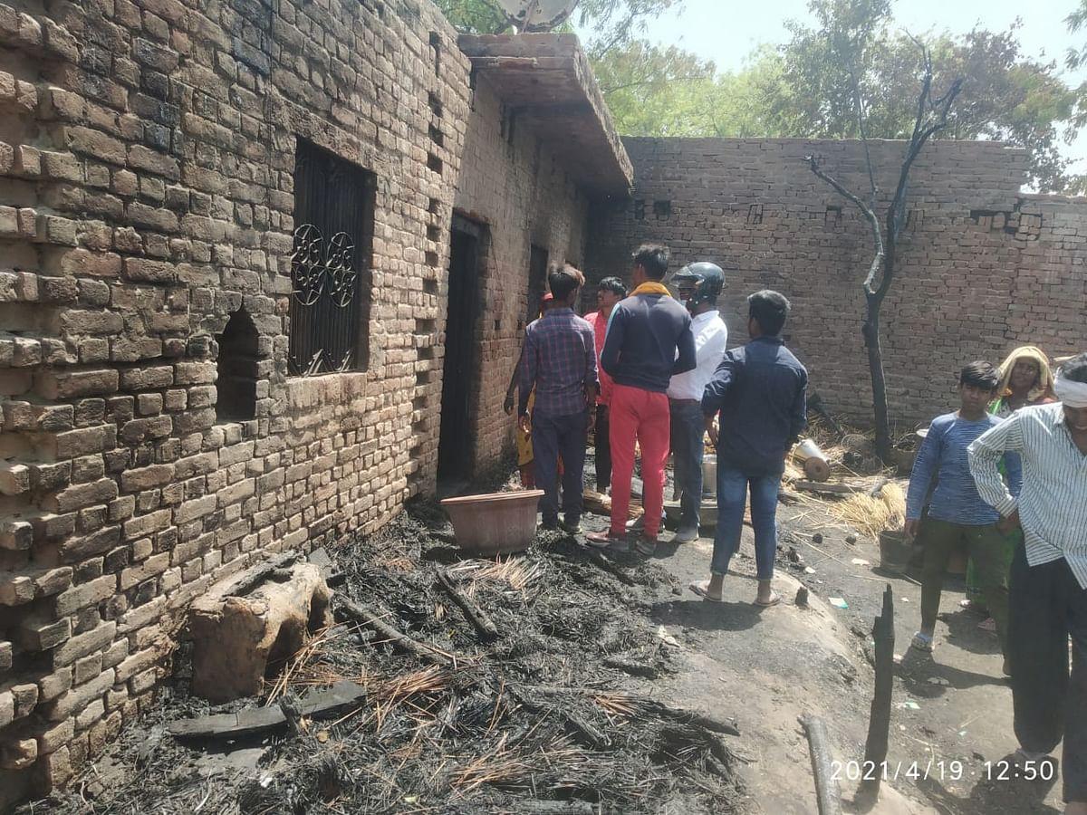 सुलतानपुर: आग की चपेट में आधे दर्जन घर जलकर खाक, कई मवेशी जले
