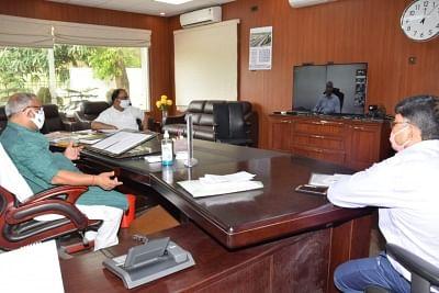 मानसून के पूर्व 10 मई तक सभी नालों की उड़ाही का काम पूरा करें : उपमुख्यमंत्री