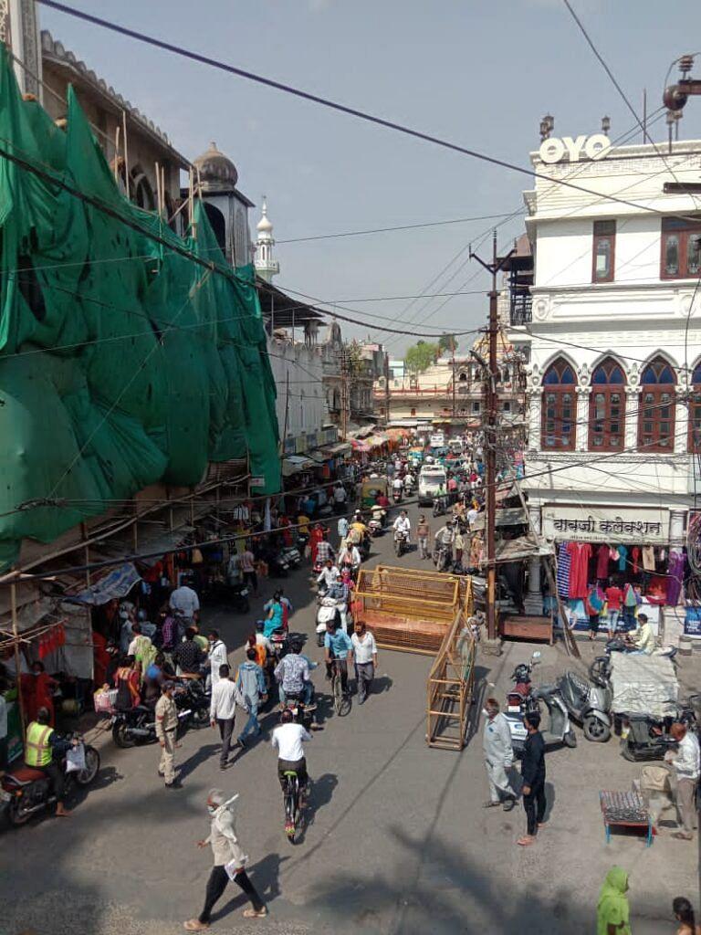 4 घंटे का बाजार, शादियों के माहौल में उमड़ी लोगों की भीड़