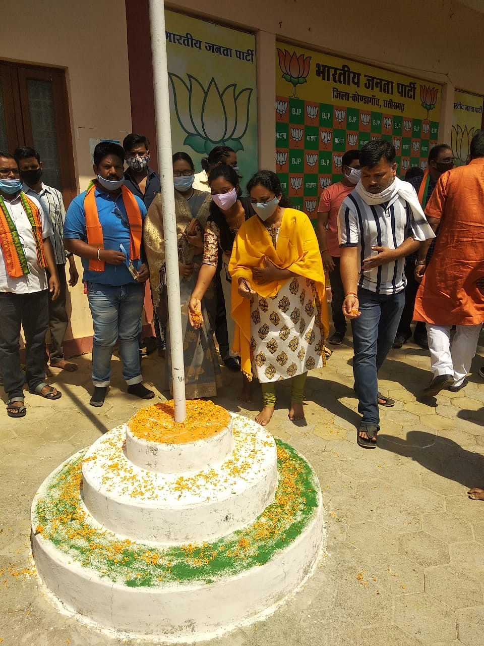 kondagaon-booth-level-programs-organized-on-the-foundation-day-of-bharatiya-janata-party