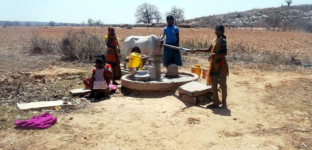 बुंदेलखंड के पाठा क्षेत्र में गहराने लगा पेयजल संकट, ग्रामीणों में मचा घमासान