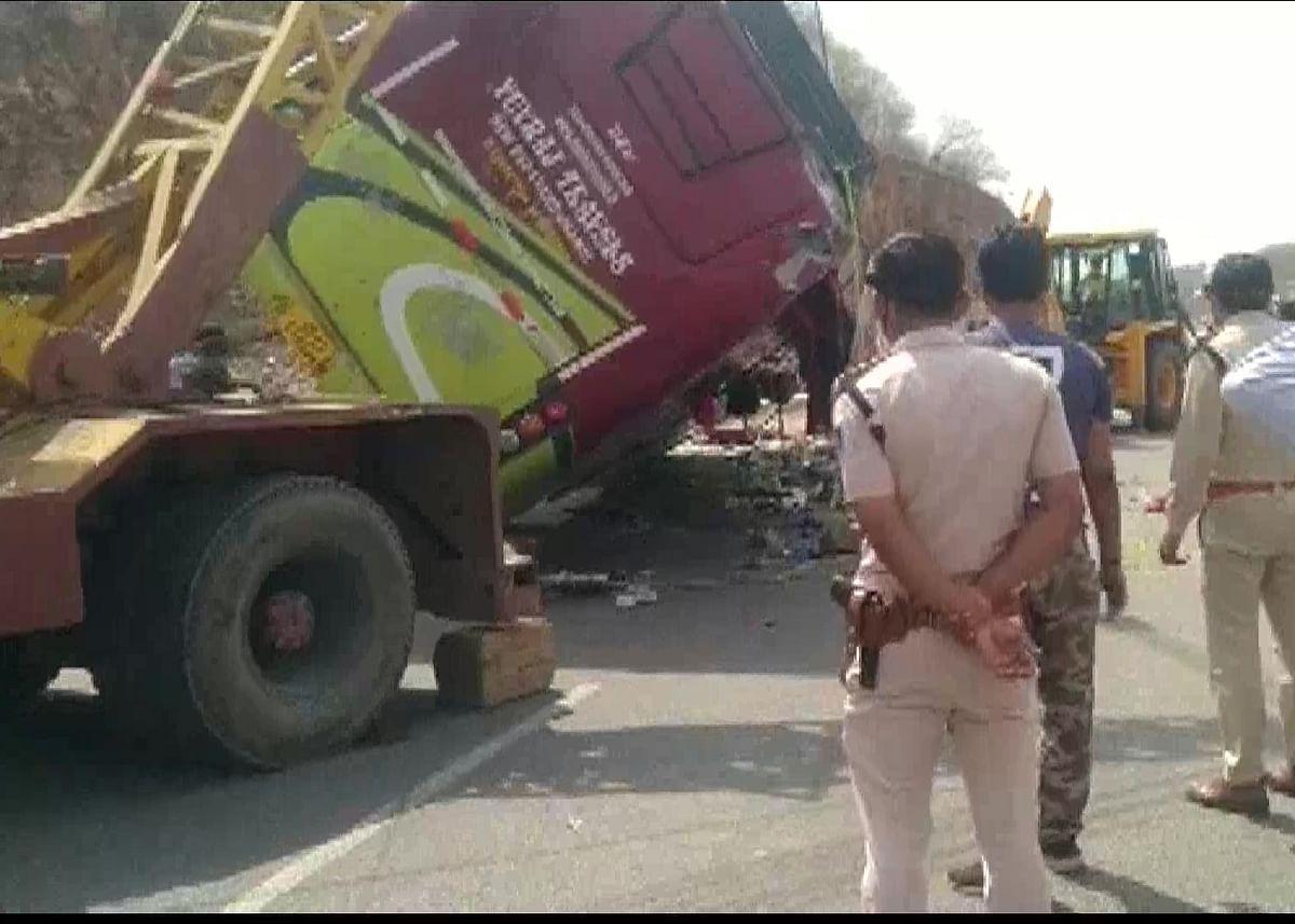 दिल्ली से छतरपुर आ रही मजदूरों से भरी बस पलटी, हादसे में तीन मजदूरों की मौत