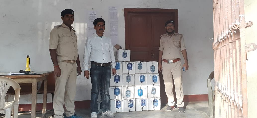 excise-department-police-seized-21-cartoons-of-foreign-liquor-one-arrested