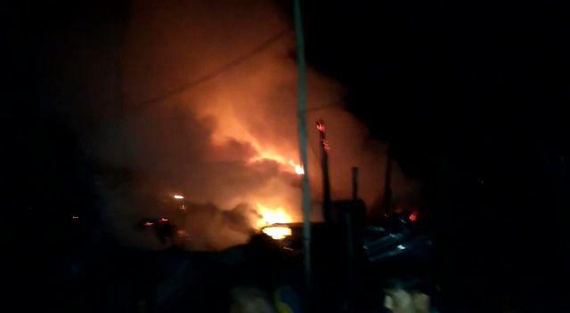 आग में सात घर और एक दुकान जलकर राख