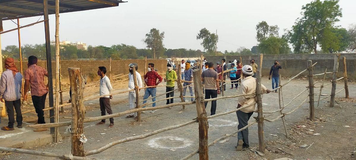 रायपुर- मदिरा दुकानों में कर्मचारियों को अनिवार्य रूप से मास्क पहनने के दिशा निर्देश