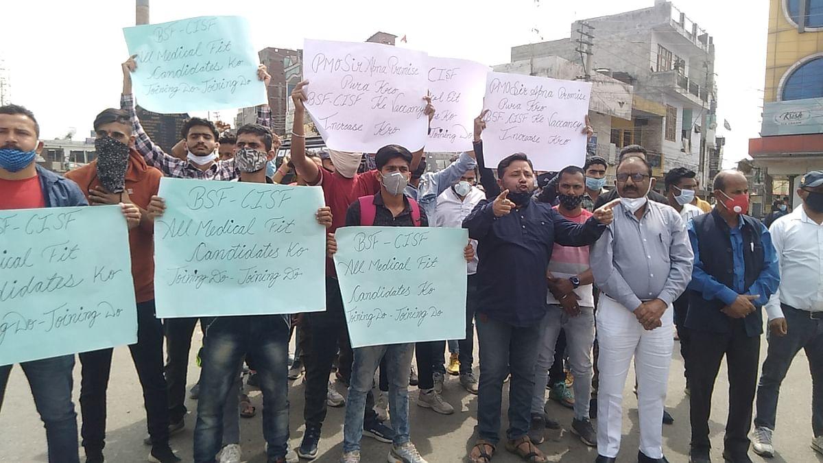 बीएसएफ व सीआईएसफ भर्ती करने की मांग उठा रहे युवाओं के समर्थन में आई पैंथर्स पार्टी कठुआ, भाजपा के खिलाफ किया प्रदर्शन
