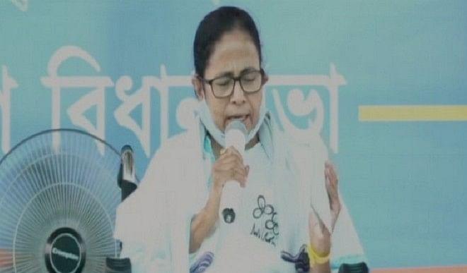 ममता बनर्जी ने कोविड-19 टीके की कीमत में अंतर को लेकर भाजपा सरकार की ओलाचना की