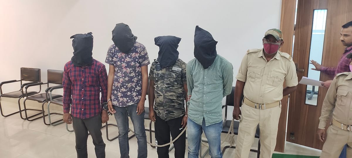 four-accused-of-vehicle-robbery-arrested-arms-recovered