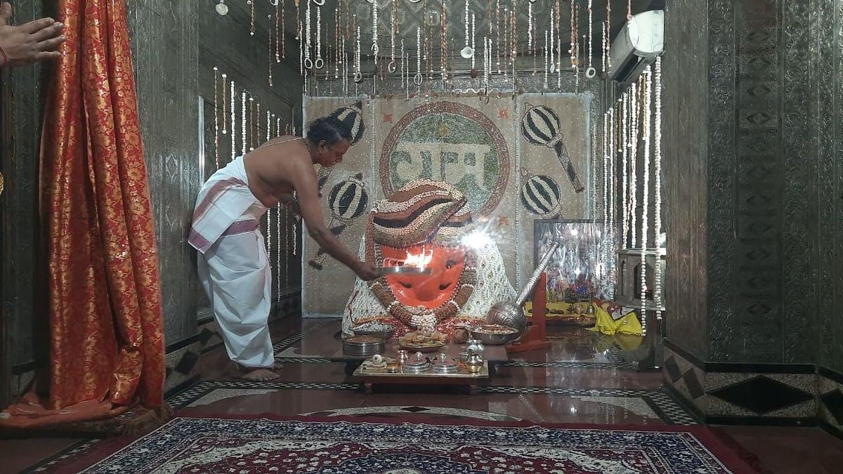 कोविड का कहर:  हनुमान मंदिर में मनी जयंती, खौफ के कारण नहीं आये भक्त