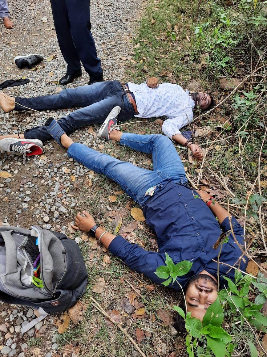 11केवी बिजली की तारों की चपेट में आए दो युवकों की हुई दर्दनाक मौत