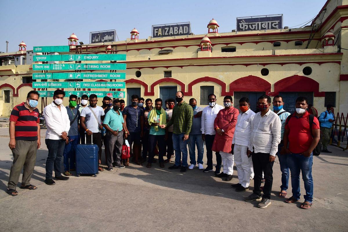खिलाड़ियों का अयोध्या पहुंचना प्रारम्भ, रेलवे स्टेशन पर हो रहा स्वागत