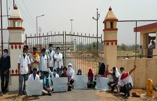 bhu-veteran-science-students-angry-due-to-inconveniences-indefinite-demonstrations-begin