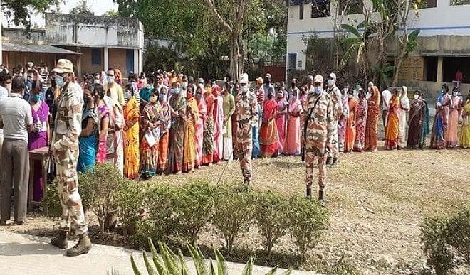 पश्चिम बंगाल चुनाव के पांचवें चरण में हिंसा की छिटपुट घटनाएं सामने आईं