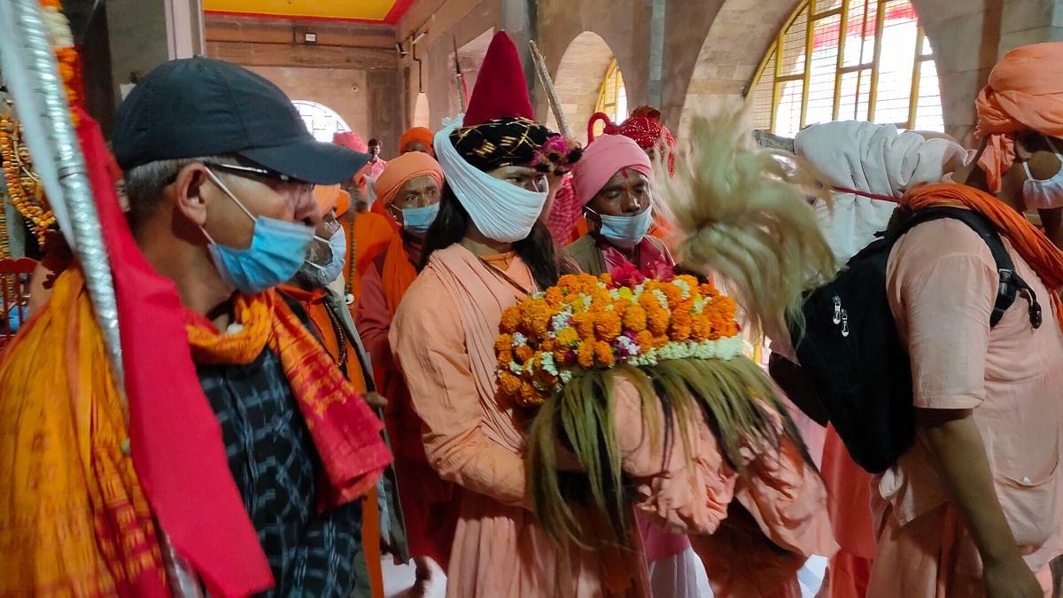 कड़ी सुरक्षा के बीच पीर रतन नाथ योगी की शोभा यात्रा नेपाल से पहुंची देवीपाटन