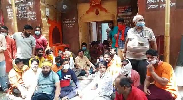 जौनपुर : शीतला धाम में एक बार में सिर्फ पांच लोग कर सकेंगे दर्शन