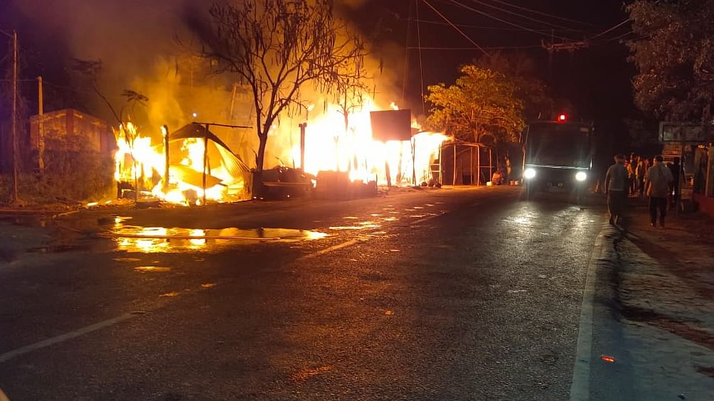 eight-shops-burnt-to-ashes-in-begusarai-damage-of-more-than-one-million