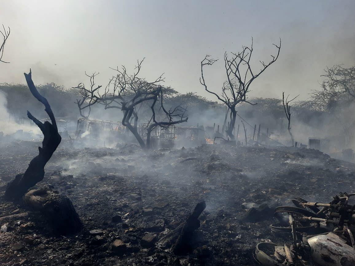 जामिया के नूर नगर में 50 झुग्गियों में लगी आग, कोई हताहत में