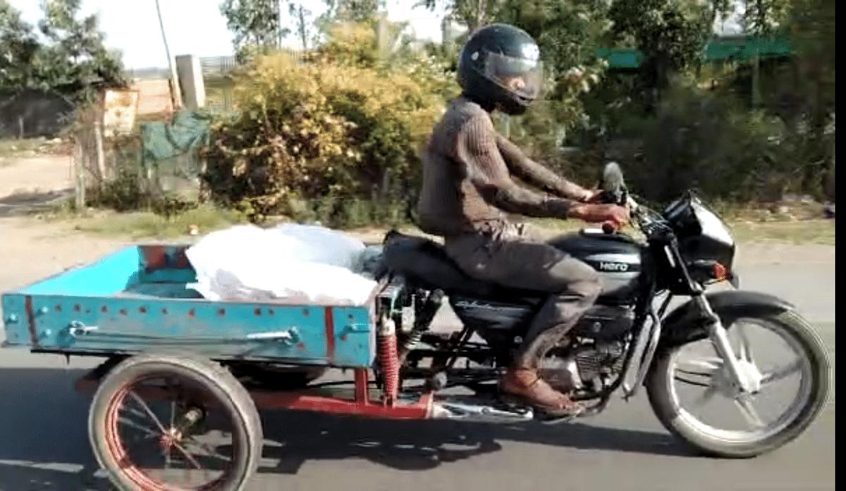 कठुआ शहर की सड़कों पर सरेआम दौड़ रहे हैं अवैध मॉडिफाइड मोटरसाइकिल लोड कैरियर,