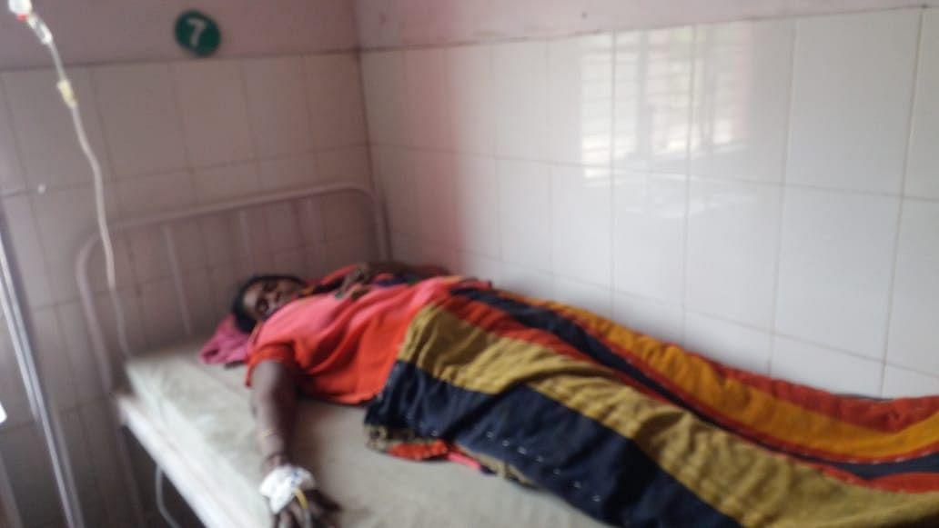 आकाशीय बिजली की चपेट में आने से महिला की मौत, सात झुलसे