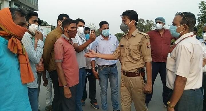 varanasi-the-family-members-of-the-deceased-created-a-ruckus-by-accusing-them-of-negligence-in-treatment