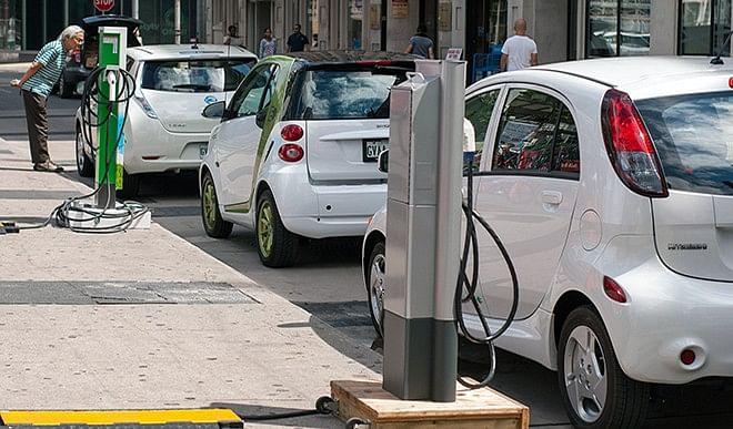इलेक्ट्रिक-वाहनों-को-बढ़ावा-देकर-ही-कार्बन-उत्सर्जन-में-आ-सकती-है-कमी