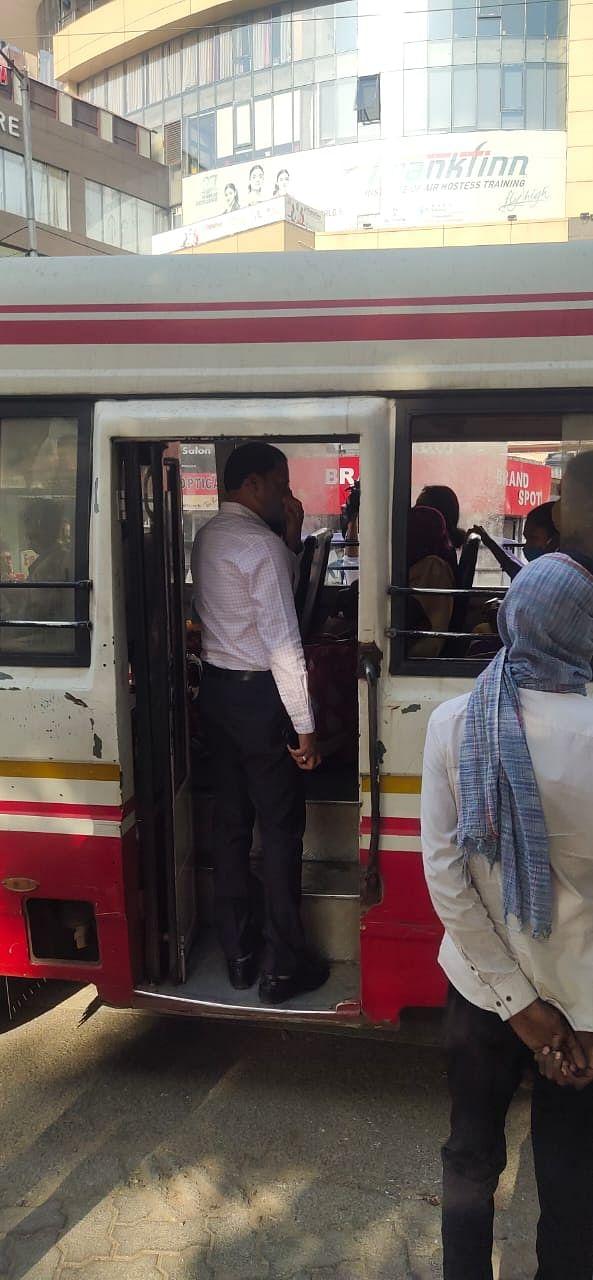 डीटीओ ने चलाया मास्क चेकिंग अभियान, नौ ऑटो चालकों से 4500 रुपये का काटा गया फाइन
