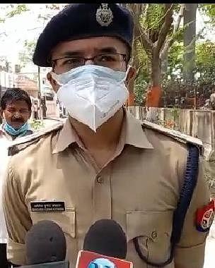 कानपुर पुलिस मरीजों के लिए बनी भगवान, अस्पतालों पर पहुंचा रही आक्सीजन