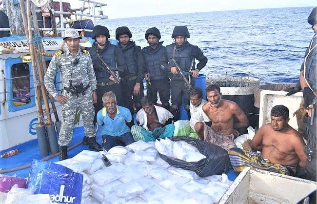 नौसेना ने अरब सागर में बरामद की 3000 करोड़ रुपये की ड्रग्स