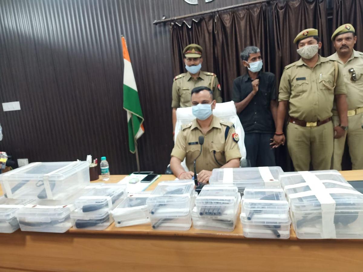 फतेहपुर : अवैध असलहा फैक्ट्री का खुलासा, 16 तमंचे के दो गिरफ्तार