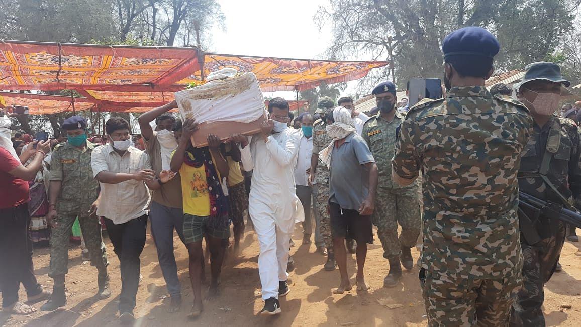 कोंडागांव : शहीद रामदास को नम आंखों से ग्रामीणों ने दी अंतिम विदाई
