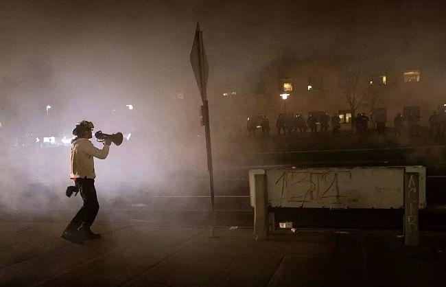 अमेरिकाः एक और अश्वेत युवक की हत्या से भड़का लोगों का गुस्सा, व्यापक प्रदर्शन बाद लगा कर्फ्यू