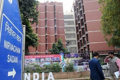 बंगाल : चुनाव आयोग ने 8वें चरण के मतदान से पहले 318 कंपनियां लौटाईं