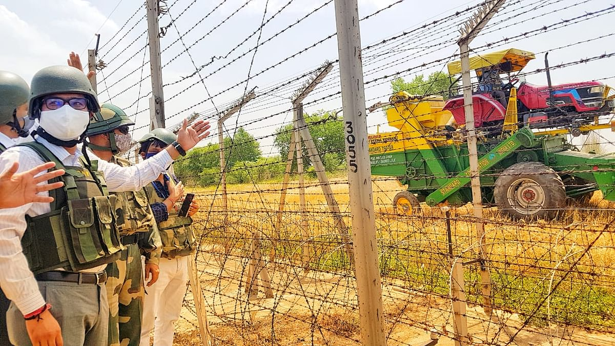 डीसी कठुआ ने हीरानगर के जीरो लाइन पर गेहूं की कटाई शुरू करवाई, 18 साल में पहली बार जीरो लाइन पर हुइ खेती