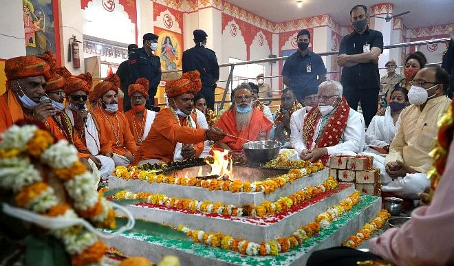 हरियाणा के मुख्यमंत्री खट्टर ने गुरुग्राम में मंदिर के पुनर्निर्माण कार्य की आधारशिला रखी
