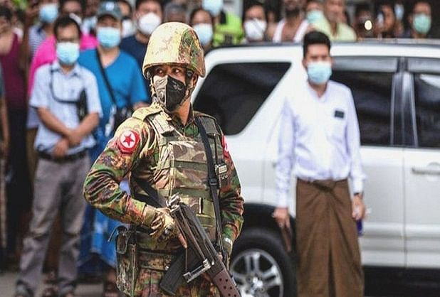 सेना के तख्तापलट के बाद म्यांमार में विरोध प्रदर्शन और असहयोग आंदोलन का दौर जारी