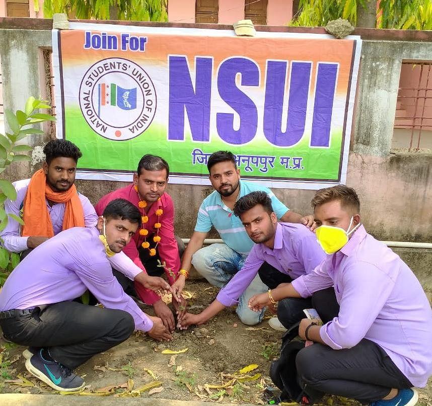 एनएसयूआई ने पौधरोपण के साथ महापुरूषों का स्मरण कर मनाया 51वां स्थापना दिवस