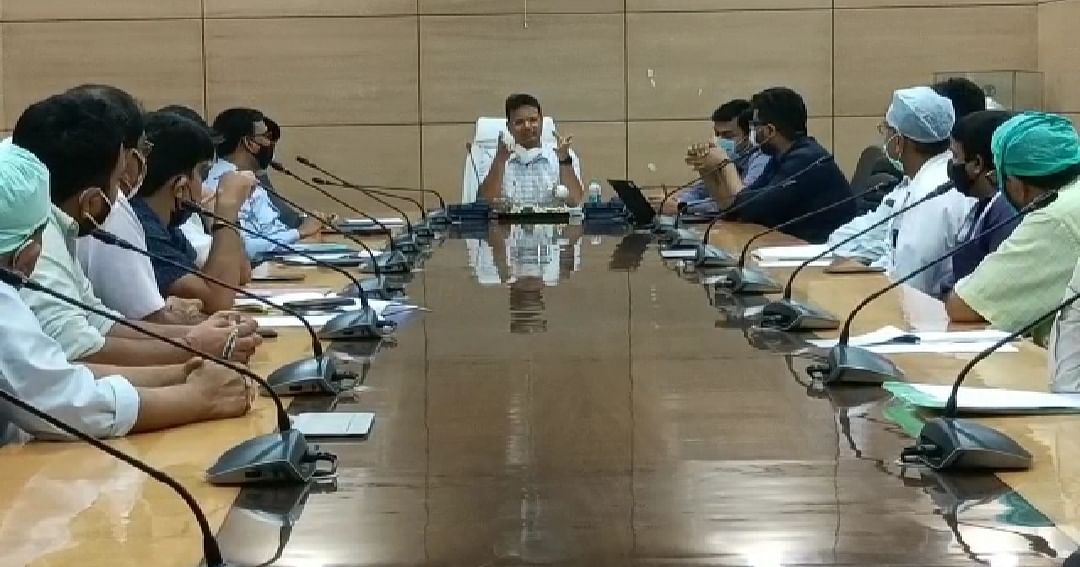 the-deputy-commissioner-held-a-meeting-with-the-private-hospital-managers-of-the-district