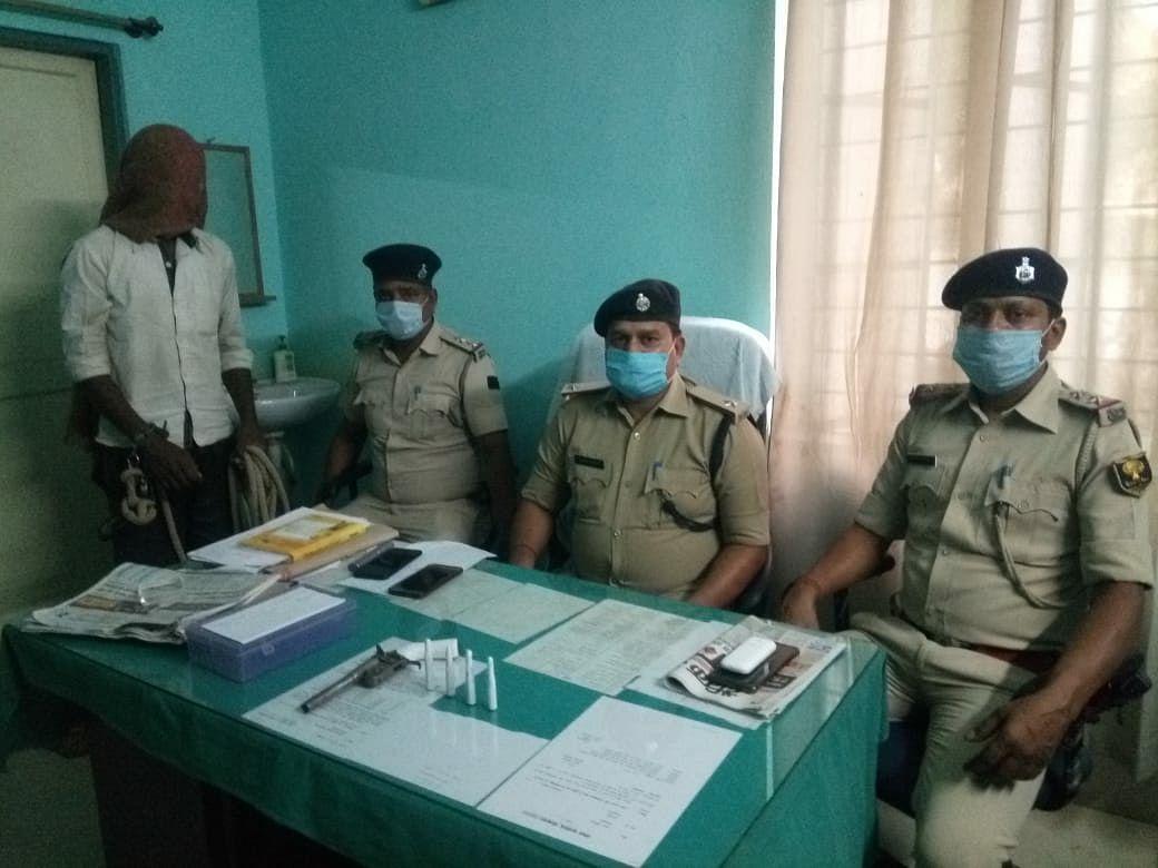 दोहरे हत्याकांड में पुलिस ने दो अपराधियों को हथियार के साथ किया गिरफ्तार
