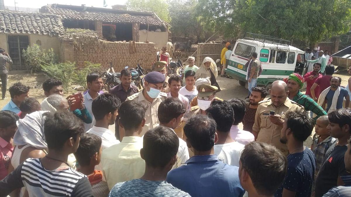 अवैध शराब पीने से मजदूर की मौत पर हंगामा, कई घंटे तक पुलिस को नहीं उठाने दिया शव