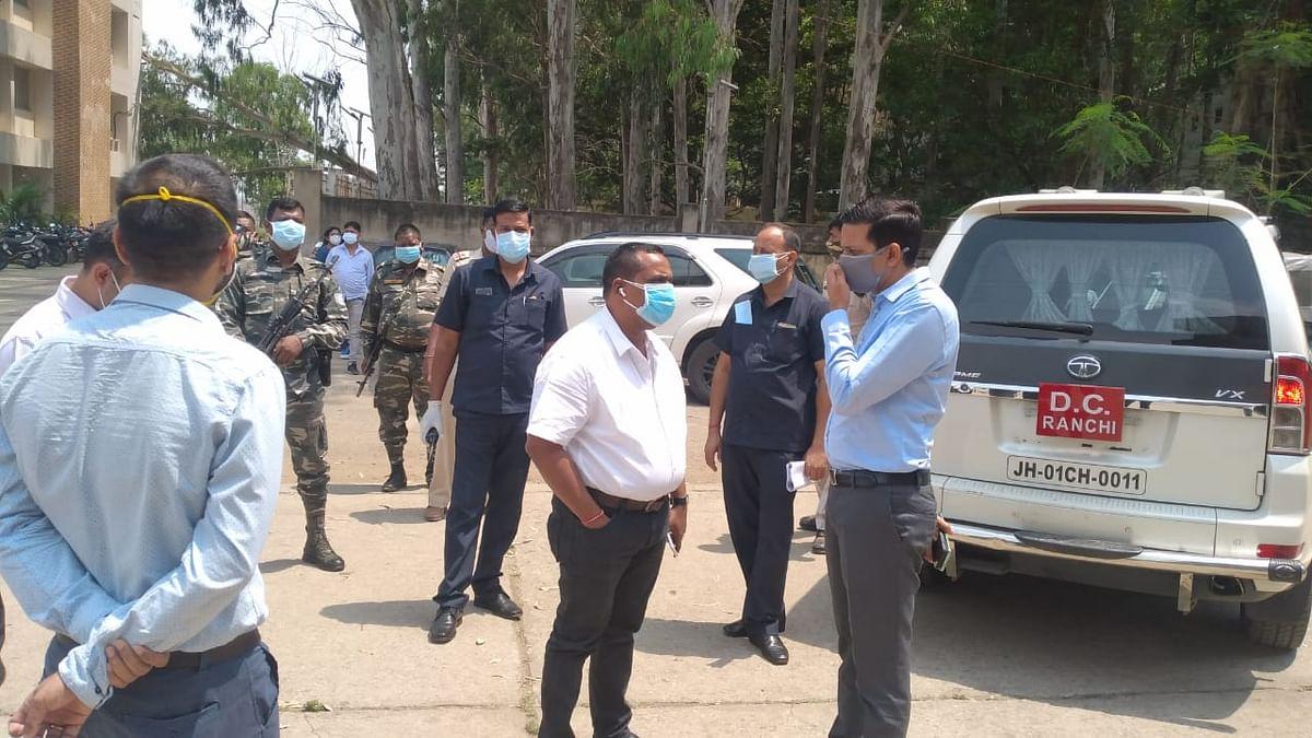 स्वास्थ्य मंत्री पहुंचे रिम्स, अधिकारियों के साथ बैठक कर व्यवस्थाओं का लिया जायजा