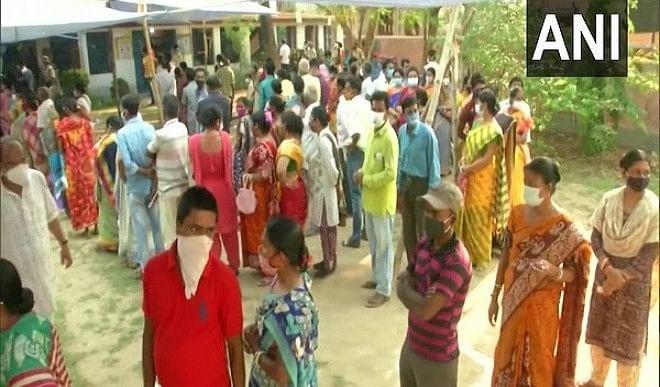 पश्चिम-बंगाल-विधानसभा-चुनाव-के-अंतिम-चरण-में-76-फीसदी-से-अधिक-मतदान