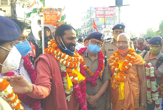 shankaracharya39s-entry-mangal-yatra-pulled-out-with-pomp