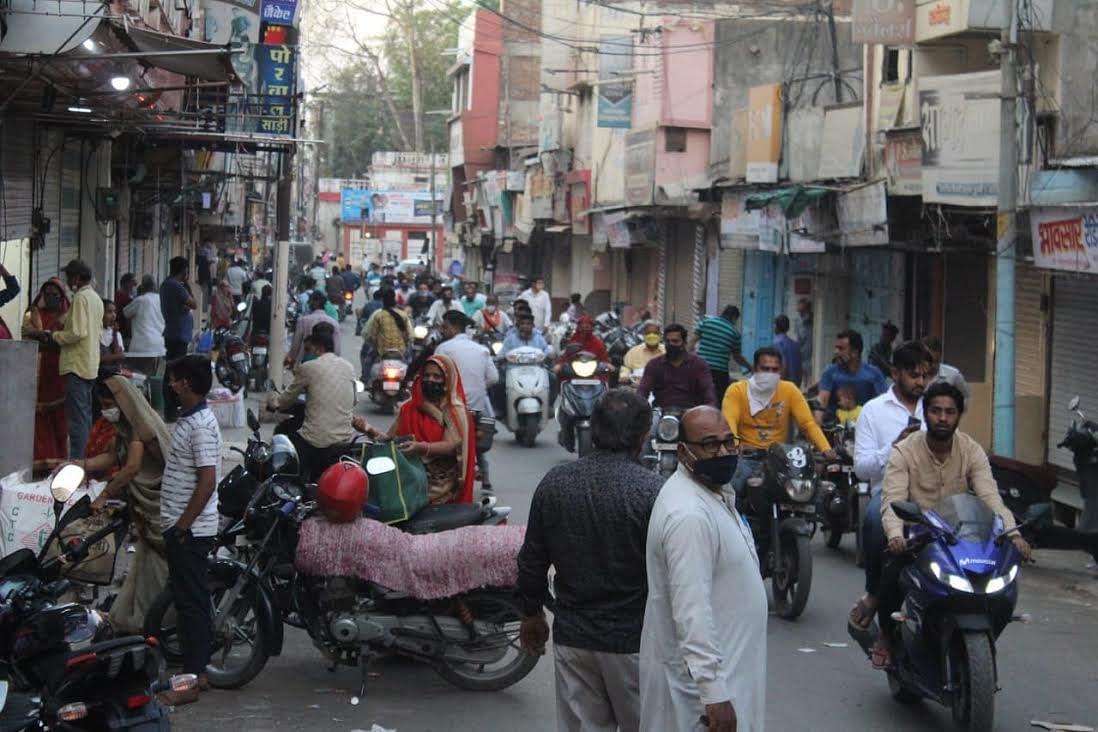 मंदसौर में दस दिनों का लाॅकडाउन, बाजारों में उमड़ी अनियंत्रित भीड़