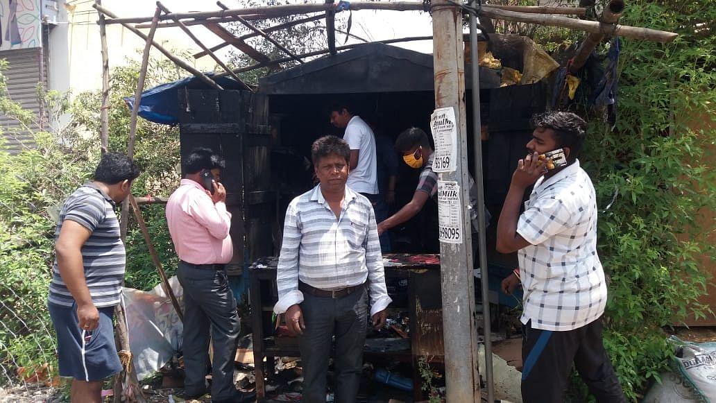गुमटी में लगी आग, हजारों की संपत्ति खाक