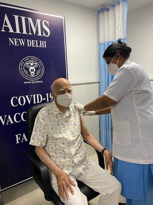 advani-took-second-dose-of-corona-vaccine