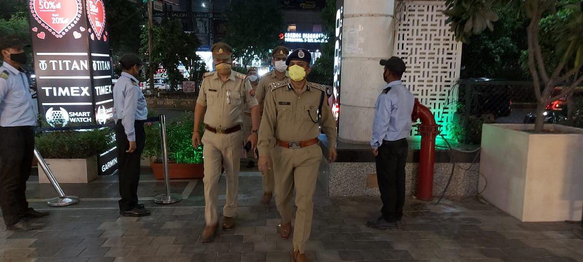 गाजियाबाद: वरिष्ठ पुलिस अधीक्षक खुद उतरे मैदान में, मास्क नहीं पहनने वालों का चालान
