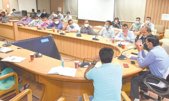 fair-officials-took-meeting-of-officials-regarding-kumbh-arrangements